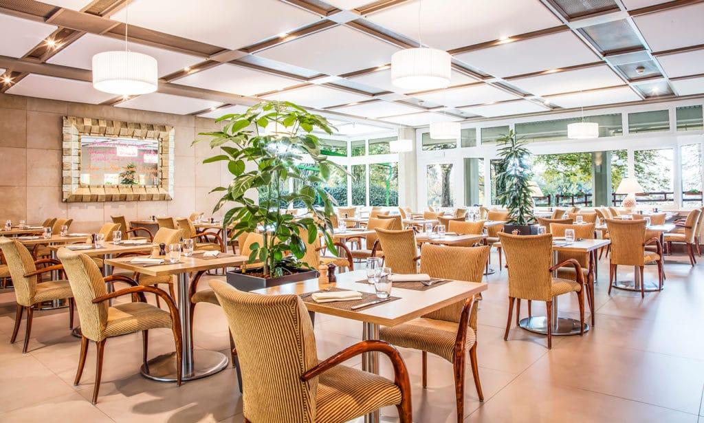 Restaurant à Genève avec vue sur le parc de 6 hectares