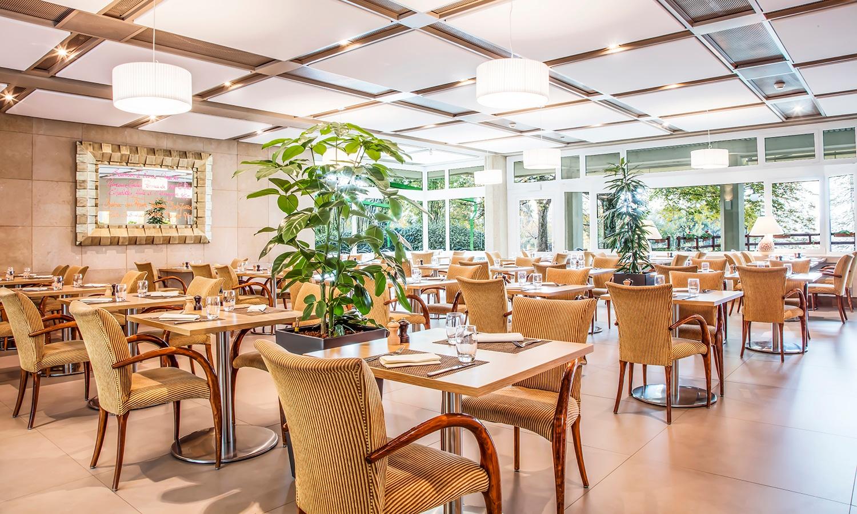 Restaurant à Genève. Terrasse dans le Parc. Ouvert le dimanche.